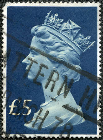 UNITED KINGDOM - CIRCA 1970s: A postage stamp printed in United Kingdom showing a portrait of Queen Elizabeth II, circa 1970s Stock Photo - 12184061