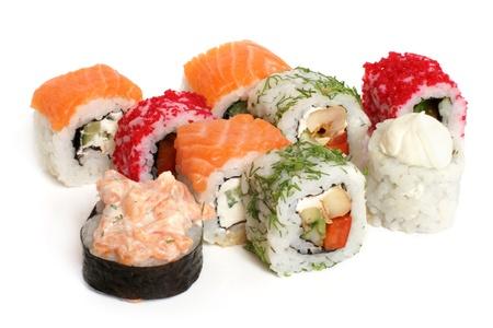 japanese sake: Rollos de sushi sobre un fondo blanco