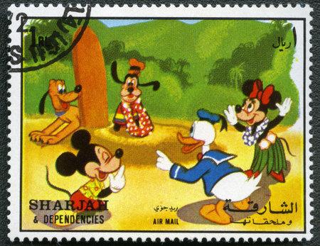 SHARJAH & DIPENDENZE - CIRCA 1972: Un timbro stampato da Sharjah & Dipendenze dedicato cinquant'anni di personaggi dei cartoni animati di Walt Disney, mostra Topolino e amici, serie, circa 1972