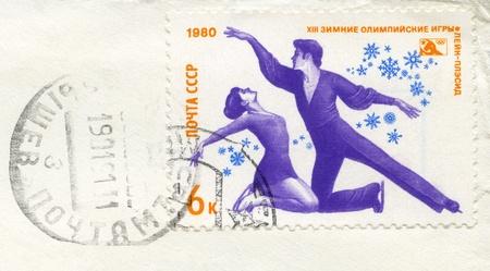 deportes olimpicos: URSS - CIRCA 1980: Un sello impreso en la URSS muestra de estilo libre de patinaje, dedicó 13 Juegos Olímpicos de Invierno, Lake Placid, Nueva York, febrero 12 a 24, con el matasellos de correos, serie, alrededor de 1980
