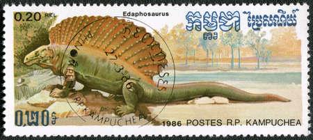 KAMPUCHEA - CIRCA 1986: Un timbre imprimé par le Kampuchea montre Edaphosaurus, série consacrée à des animaux préhistoriques, vers 1986
