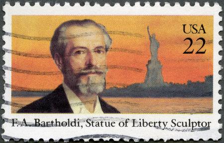 frederic: EE.UU. - CIRCA 1985: Un sello impreso en los EE.UU. muestra Frederic Auguste Bartholdi (1834-1904), la Estatua de la Libertad, alrededor de 1985 Editorial