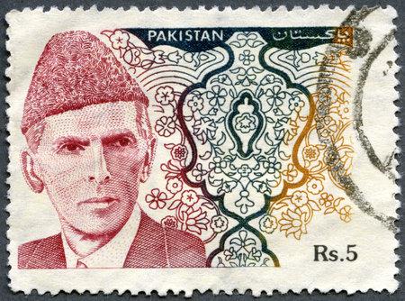 statesman: PAKISTAN - CIRCA 1994: Un timbro stampato in Pakistan mostra Muhammad Ali Jinnah (1876-1948) � stato un avvocato e politico statista che � noto come il fondatore del Pakistan, circa 1994