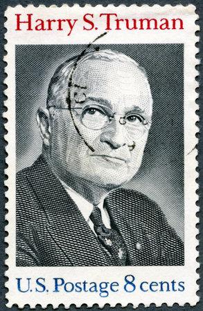 EE.UU. - CIRCA 1973: Un sello impreso en los EE.UU. muestra a Harry S.Truman, 33o presidente (1884-1972), alrededor del año 1973