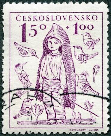 piedi nudi ragazzo: Cecoslovacchia - CIRCA 1948: Un timbro stampato in Cecoslovacchia mostra Boy A piedi nudi, l'addizionale � stato per il benessere dei bambini, intorno al 1948 Archivio Fotografico