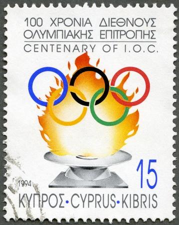 deportes olimpicos: CHIPRE - CIRCA 1994: Un sello impreso en Chipre muestra Centenario del Comité Olímpico Internacional, alrededor de 1994