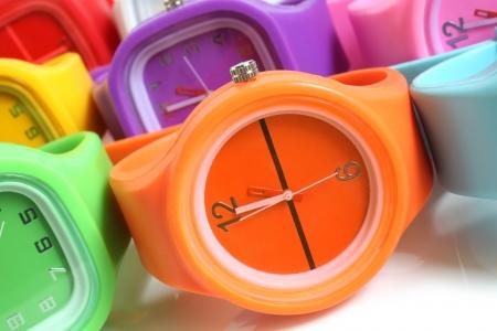 relógio: Relógios de pulso em um fundo branco Imagens