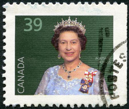 queen elizabeth ii: CANADA - CIRCA 1988: A stamp printed in Canada shows Elizabeth II, circa 1988