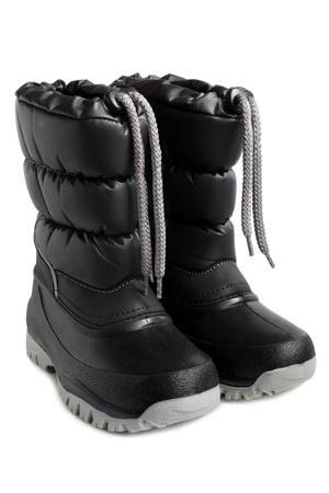 ropa invierno: Los ni�os botas de invierno sobre un fondo blanco