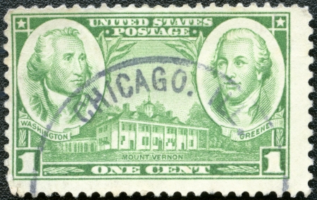 george washington: EE.UU. - alrededor de 1936 Un sello impreso en los EE.UU. muestra a George Washington, Nathanael Greene y Mount Vernon, circa 1936 Editorial