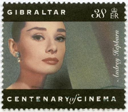 GIBRALTAR - CIRCA 1995: A stamp printed in Gibraltar shows Audrey Hepburn (1929-1993), actress, circa 1995 Reklamní fotografie - 16743092