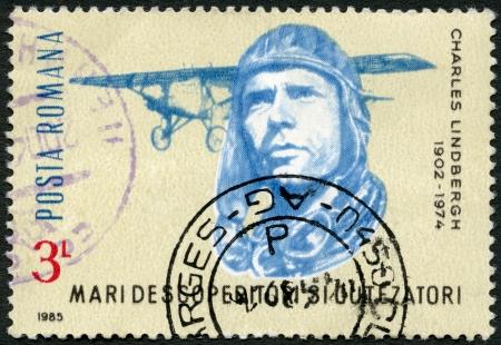 feat: Rumania - alrededor de 1985: Un sello impreso en Rumania muestra Charles Lindbergh, Spirit of St. Louis, alrededor de 1985