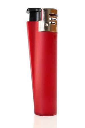 encendedores: Encendedor rojo sobre un fondo blanco Foto de archivo