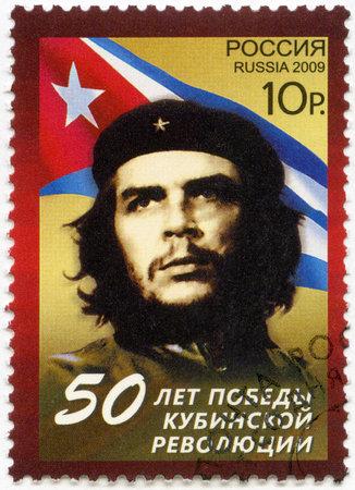 che guevara: RUSSIA - CIRCA 2009  A stamp printed in Russia shows commander Ernesto Guevara de la Serna  Che Guevara  and the Republic of Cuba national flag, the 50th anniversary of the Cuban revolution Victory, circa 2009