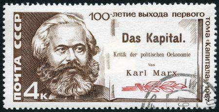 UdSSR - CIRCA 1967: Ein Stempel in UdSSR gedruckt zeigt Karl Marx und Titelseite