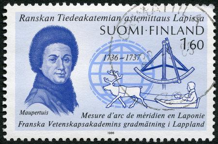 proved: FINLANDIA - CIRCA 1986: Un timbro stampato in Finlandia mostra Pierre-Louis Moreau de Maupertuis (1698-1759), Lapponia Expedition, 250 � anniversario, ha dimostrato poli della Terra sono appiattite, circa 1986