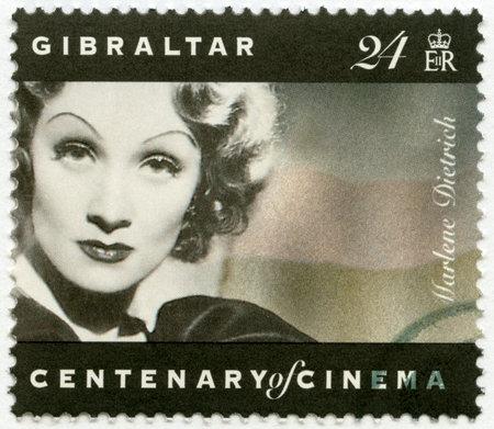 GIBRALTAR - CIRCA 1995: Eine Briefmarke in Gibraltar gedruckt zeigt Marlene Dietrich (1901-1992), Schauspielerin und Sängerin, circa 1995 Editorial