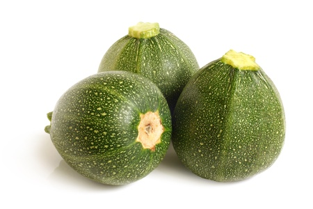 Zucchini oder Zucchini auf einem weißen Hintergrund