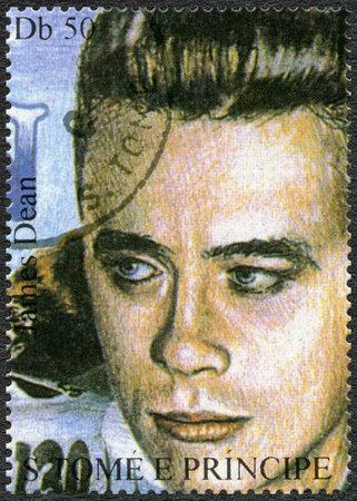 principe: ST. THOMAS y Príncipe - alrededor de 1994: Un sello impreso en Santo Tomás y Príncipe muestra James Dean (1931-1955), alrededor de 1994 Editorial