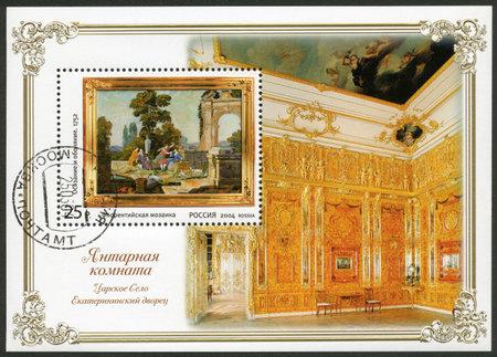 RUSSIA - CIRCA 2004: A stamp printed in Russia shows amber room the state museum tzarskoje selo, circa 2004
