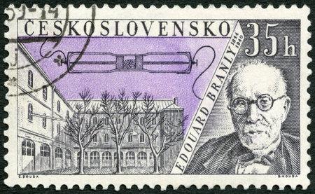 telegraphy: CECOSLOVACCHIA - CIRCA 1959: Un timbro stampato in Cecoslovacchia mostra Edouard Branly (1844-1940), emesso per onorare inventori nel campo della telegrafia e radio, circa 1959