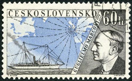 telegraphy: Cecoslovacchia - CIRCA 1959: Un timbro stampato in Cecoslovacchia mostra Guglielmo Marconi (1874-1937), rilasciata per onorare inventori nel campo della telegrafia e radio, intorno al 1959 Editoriali