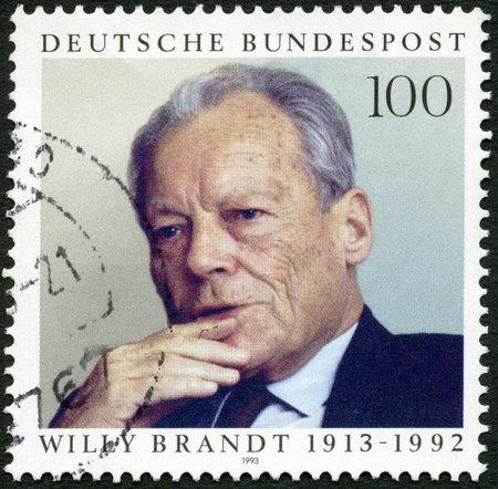 statesman: Germania - CIRCA 1993: Un timbro stampato in Germania mostra Willy Brandt (1913-1992), statista, intorno al 1993