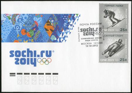 luge: RUSSIA - CIRCA 2012: Un timbro stampato in Russia mostra XXII Giochi Olimpici Invernali di Sochi 2014, Olimpiadi invernali Sport, sci alpino e slittino, circa 2012