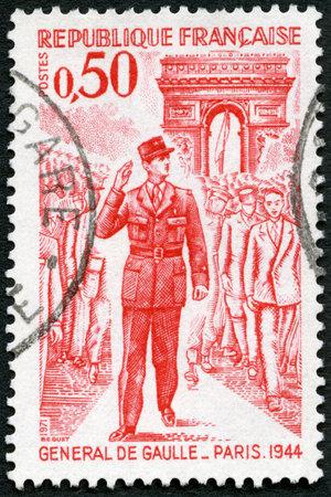 charles de gaulle: FRANCE - CIRCA 1971: A stamp printed in France shows General de Gaulle entering Paris, 1944, circa 1971