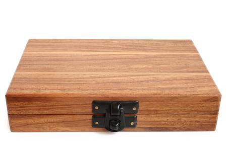 Holzkiste auf weißem Hintergrund