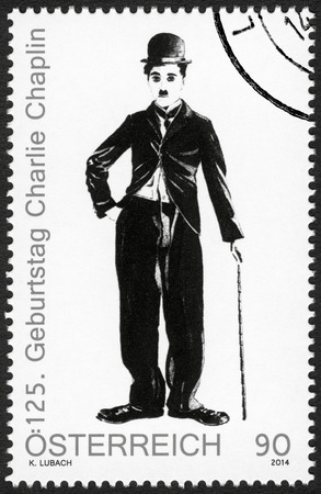 ÖSTERREICH - CIRCA 2014: Eine Briefmarke in Österreich gedruckt zeigt Porträt von Charlie Chaplin (1889-1977), 125 Jahre Geburtstag, circa 2014