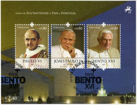 xvi: PORTUGAL - CIRCA 2010: A stamp printed in Portugal shows Benedict XVI of the Roman Catholic Church (1927), Paus Johannes Paulus II (1920-2005), Pope Paul VI (1897-1978), devoted Pope Bento XVI visits Portugal, circa 2010