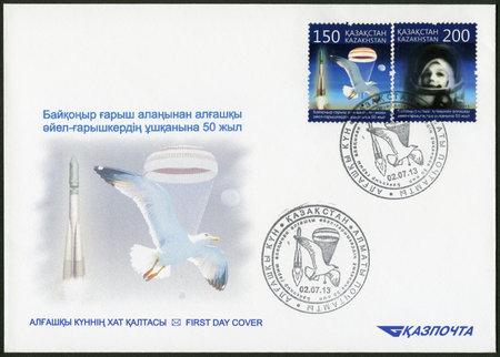 tereshkova: KAZAKHSTAN - CIRCA 2013: Un francobollo stampato in Kazakhstan dedicato 50 � anniversario del volo spaziale della prima spacewoman da Baikonur spazioporto, intorno al 2013