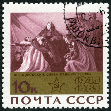 bier: USSR - CIRCA 1965: A stamp printed in USSR shows Tribute to the Hero (mourners at bier) by F. Bogorodsky, devoted 20th Anniversary of the end of World War II, circa 1965
