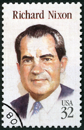 UNITED STATES OF AMERICA - CIRCA 1995: A stamp printed in USA shows portrait of Richard Milhous Nixon (1913-1994), 37th President of USA, circa 1995 新聞圖片