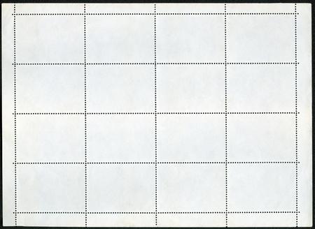 hoja en blanco: Sello de hoja bloque de recuerdos en blanco sobre un fondo negro