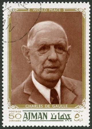timbre postal: EAU - alrededor de 1970: Un sello impreso en Ajman Emiratos Árabes Unidos UAE muestra de Charles de Gaulle (1890-1970), político, alrededor de 1970