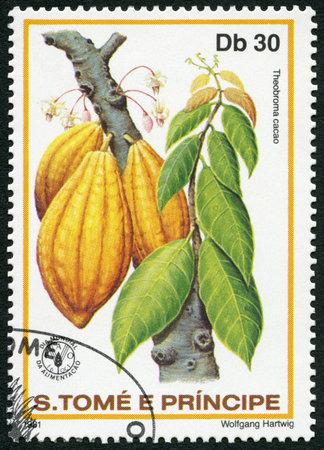 timbre postal: ST. THOMAS Y islas Príncipe - alrededor de 1981: Un sello impreso en St. Thomas y las islas Príncipe muestra Theobroma cacao, series Día Mundial de la Alimentación, alrededor de 1981 Editorial