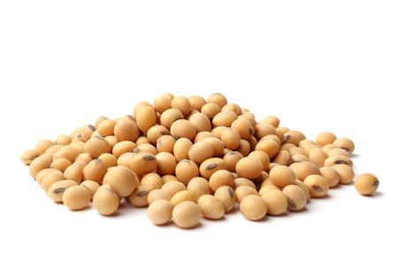 Gedroogde sojabonen op witte achtergrond Stockfoto