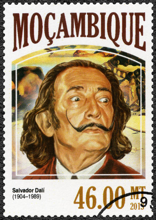 MOZAMBIQUE - CIRCA 2006: A stamp printed by Mozambique shows Salvador Dali (1904-1989), painter, circa 2006 에디토리얼