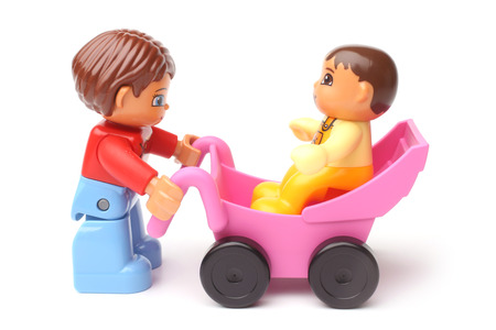 ST. PETERSBURG, RUSLAND - 28 Desember 2015: Een studio-opname van een moeder en baby, Lego Duplo, Lego is een lijn van plastic constructie speelgoed die zijn vervaardigd door de LEGO Groep Stockfoto - 50217322