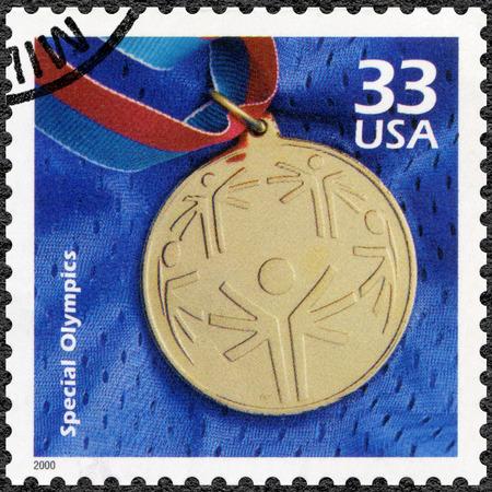 TATS-UNIS D'AMÉRIQUE - CIRCA 2000: timbre, imprimé aux Etats-Unis montre médaille d'or olympique, consacrer olympique spécial, série Célébrez du siècle, des années 1990, circa 2000 Banque d'images - 54988369