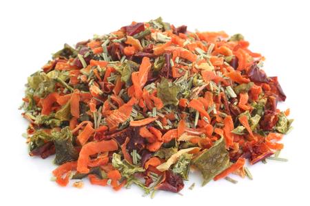 legumbres secas: Se seca la mezcla vegetal en el fondo blanco
