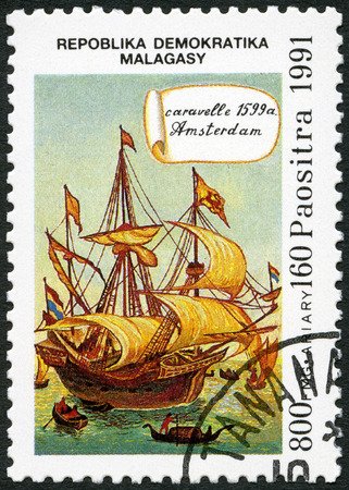 caravelle: MALAGASY REPUBLIC - CIRCA 1991: A stamp printed in Malagasy (Madagascar) devoted to 500th anniversary of the discovery of America, shows Caravel Amsterdam, 1539, circa 1991 �ditoriale