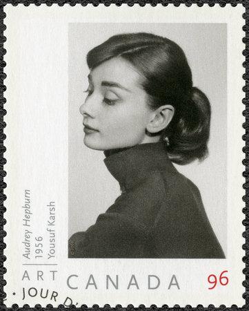 CANADA - CIRCA 2008: Een stempel gedrukt in Canada toont Audrey Hepburn (1929-1993), Actrice, circa 2008 Stockfoto - 63409030