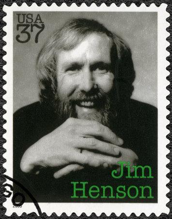 アメリカ合衆国 - 2005 年頃: アメリカ ショー ジェームス Maury ジム ・ ヘンソン (1936-1990)、操り人形師、アーティスト、漫画家、2005 年頃の印刷スタン 報道画像