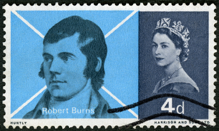 GREAT BRITAIN - CIRCA 1965: A stamp printed in Great Britain shows portrait of Robert Burns (1759-1796) and Saltier Cross of St Andrew, Scottish Poet, circa 1965 Éditoriale