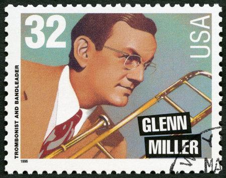 VEREINIGTE STAATEN VON AMERIKA - CIRCA 1996: Eine in den USA gedruckte Briefmarke zeigt Glenn Miller (1904-1944), Posaunist und Bandleader, circa 1996