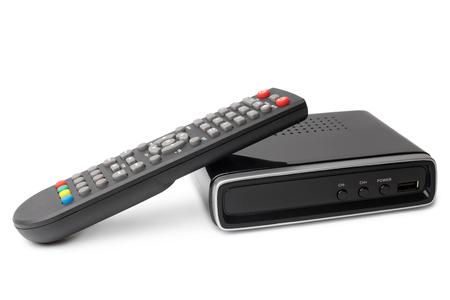 Digitaler TV-Tuner mit Fernbedienung auf weißem Hintergrund Standard-Bild