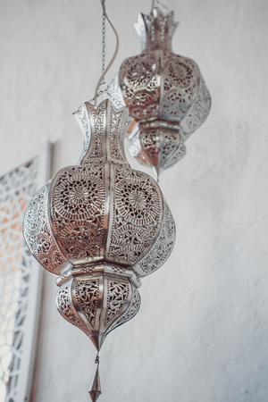 Arabische Lampen Marokkanische Silberlaterne Standard-Bild - 75723837